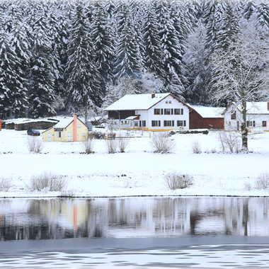 Reflets dans le lac gelé par Farim