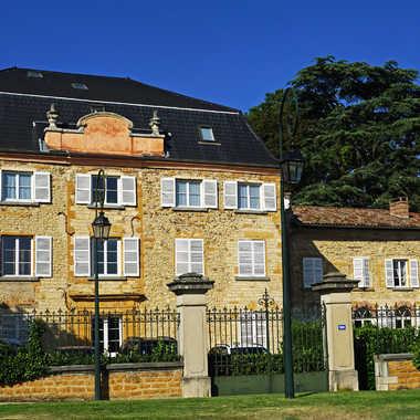 Maison bourgeoise du Beaujolais par sunrise
