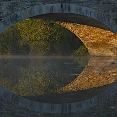 Le reflet du pont par coyoye