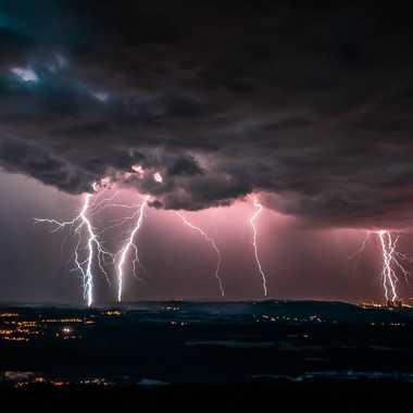 Orage sur l Isère et la centrale du Bugey par brj01