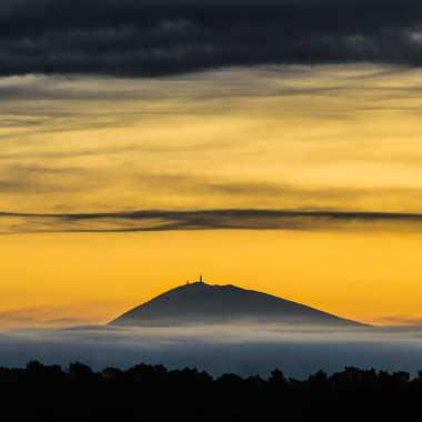 La montagne encerclée par Dav.sv
