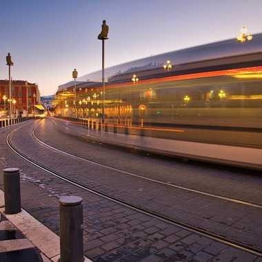 Tram de nuit... par guyamram@hotmail.fr