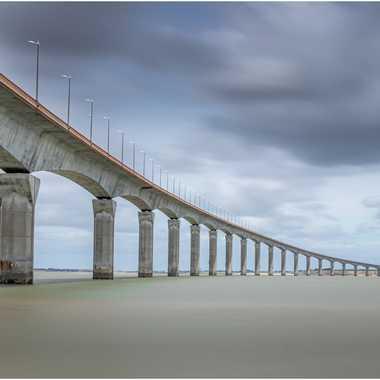 Pont de l'ile de Ré .. par grd24ra