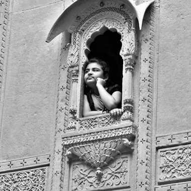 Jeune fille à la fenêtre par patrick69220