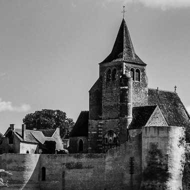 Les remparts d'Ainay-le-Château par Nath Frank