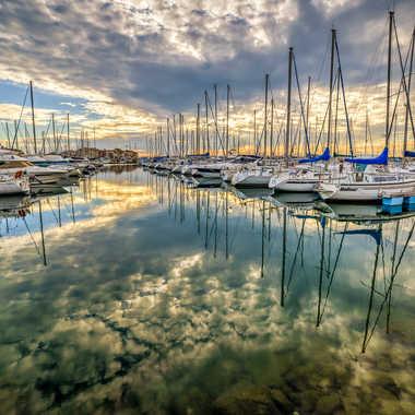Le port sous les nuages par Jeppesen