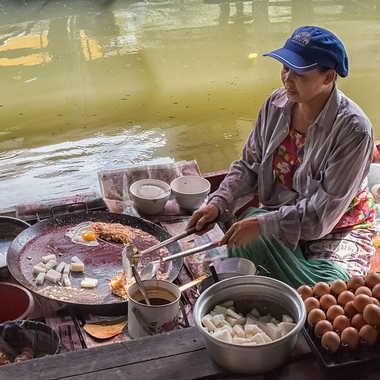 Marché flottant de Wat Sapan. par patrick69220