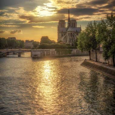 Seine et cathédrale par lumirique