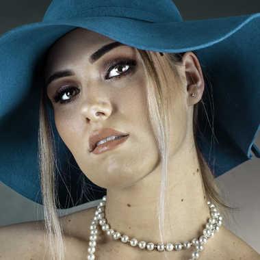 La femme au chapeau vert par Rolandhino
