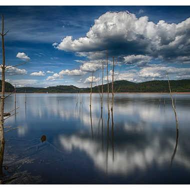 Lac de pierre percée par Satourne
