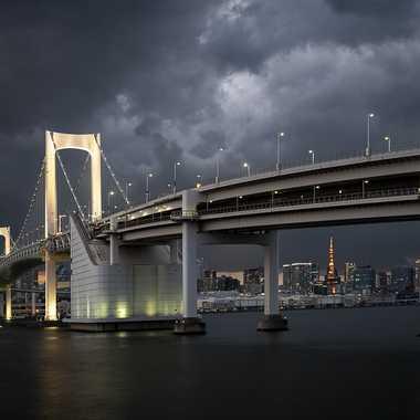 Rainbow Bridge à Tokyo par Grymskit