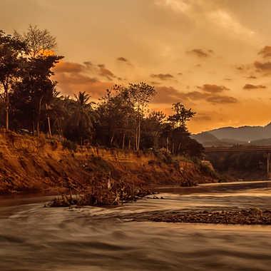 Couché de Soleil sur la Nam Khan par patrick69220