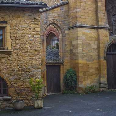 Village du Beaujolais,Jarnioux,place de l'ancienne église par patrick69220