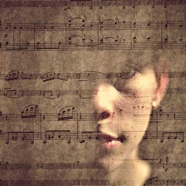 La pianiste et la partition par Sébastien Wautié