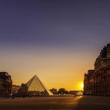 Coucher de soleil sur le Louvre par Rolandhino