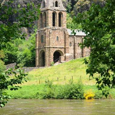 Eglise Sainte-Marie des Chazes . par Faugere