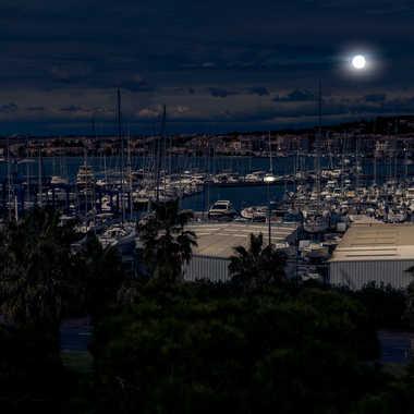Blue moon par Jeppesen