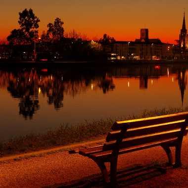 À m'asseoir sur un banc cinq minutes avec toi Regarder le soleil qui s'en va... par Jean-Claude_Conquet