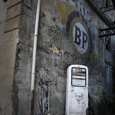 vieille pompe rue de la vieille tour par Laurent33160