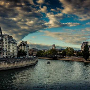 Paris sur Seine par lumirique