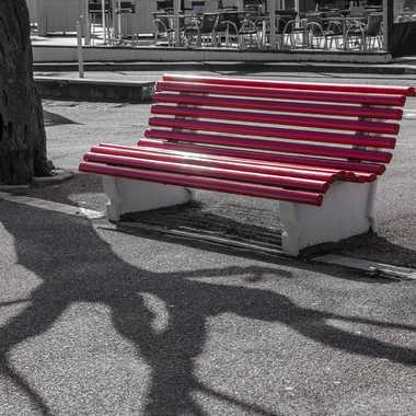 Banc public rouge par HeleneA