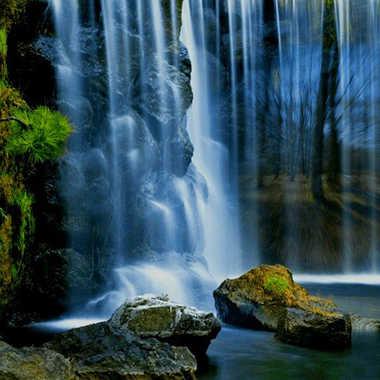 derrière la cascade  par brj01