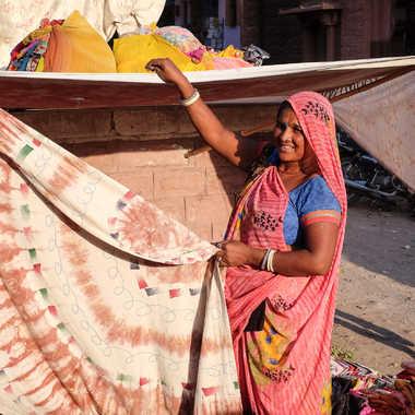 La vendeuse aux tissus Jodhpur par HeleneA