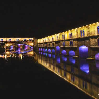Les ponts couverts et sa tour en reflet par Adellephotos