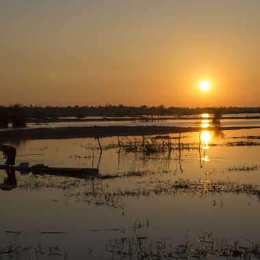 Pêcheur d'eau douce au matin par patrick69220