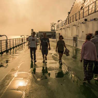 Soleil couchant à bord du ferry par Philipounien