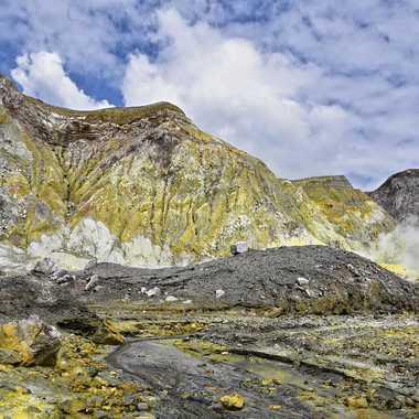 Une île sulfureuse par rmgelpi
