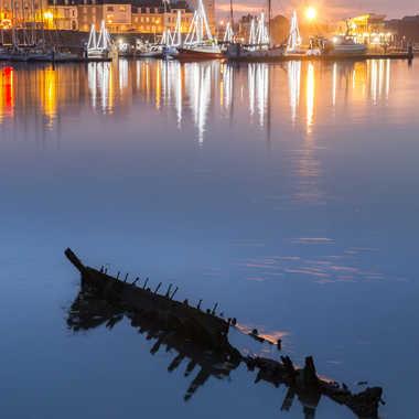 Bateaux de lumières et bateau mort par sylmorg