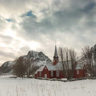 Petite église rouge par Farim