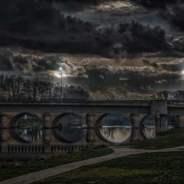 Trois Lumières sur le pont par FredoRoiDuVelo