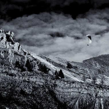 vol au dessus d'une montagne morte par lyscar
