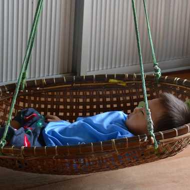 Chut, bébé dort. par mamichat