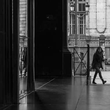 Jeux de miroirs sous les arcades de l'opéra par patrick69220